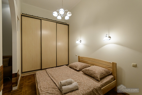 Close to the сentre in the old town, Un chambre (13868), 001