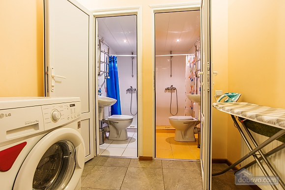 Suit  for three persons with shared bathroom, Studio (57690), 010