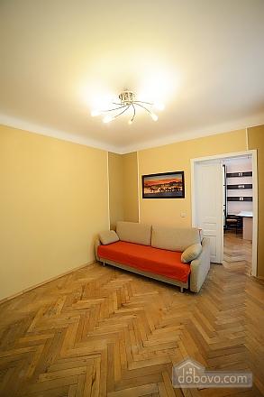 Квартира в центрі з затишним квітучим двориком, 2-кімнатна (62644), 004