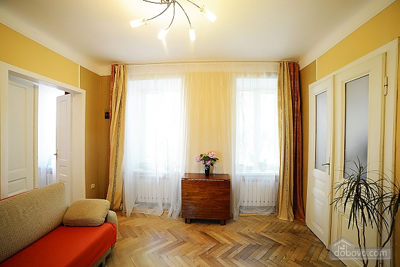 Квартира в центрі з затишним квітучим двориком, 2-кімнатна (62644), 005