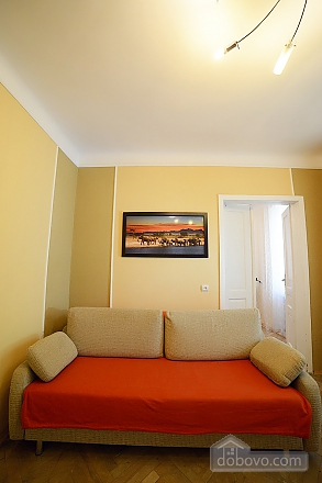 Квартира в центрі з затишним квітучим двориком, 2-кімнатна (62644), 006