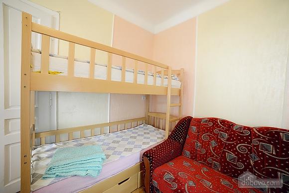 Квартира в центрі з затишним квітучим двориком, 2-кімнатна (62644), 009