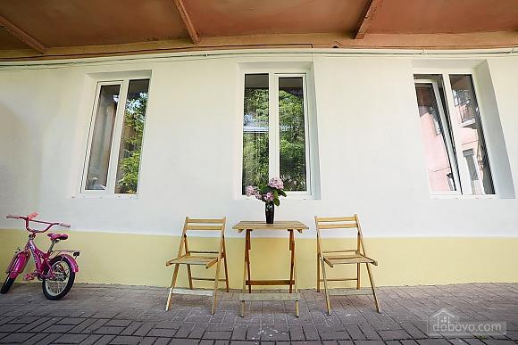 Квартира в центрі з затишним квітучим двориком, 2-кімнатна (62644), 013