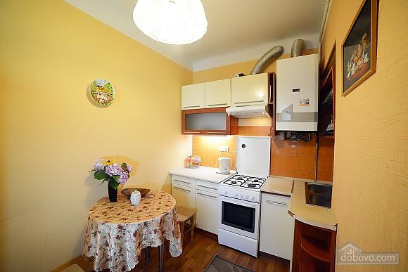 Квартира в центрі з затишним квітучим двориком, 2-кімнатна (62644), 015