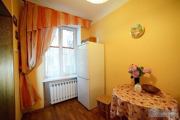 Квартира в центрі з затишним квітучим двориком, 2-кімнатна (62644), 017