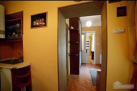 Квартира в центрі з затишним квітучим двориком, 2-кімнатна (62644), 018