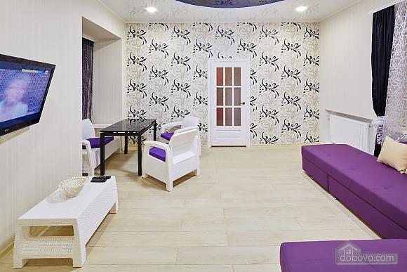 Квартира возле Оперного театра, 2х-комнатная (96179), 010