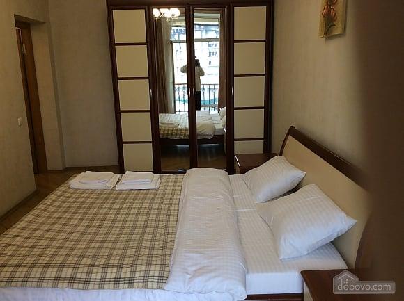 Квартира біля площі Незалежності, 2-кімнатна (84005), 019