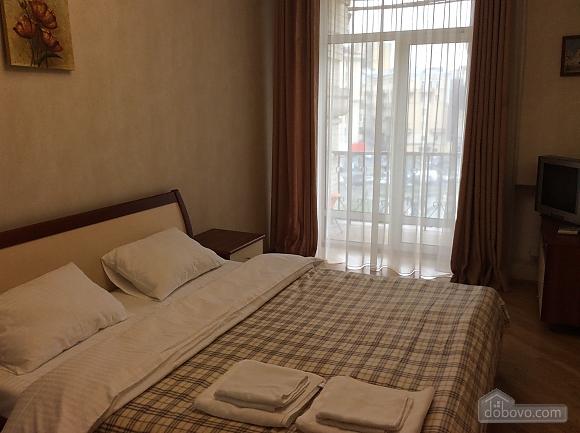 Квартира біля площі Незалежності, 2-кімнатна (84005), 023