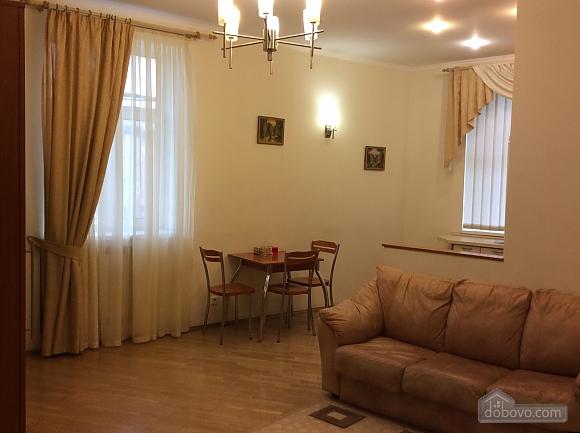 Квартира біля площі Незалежності, 2-кімнатна (84005), 024