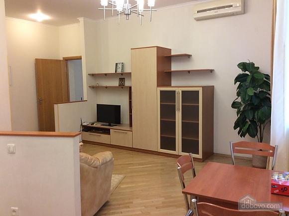 Квартира біля площі Незалежності, 2-кімнатна (84005), 025