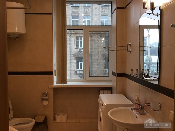 Квартира біля площі Незалежності, 2-кімнатна (84005), 029