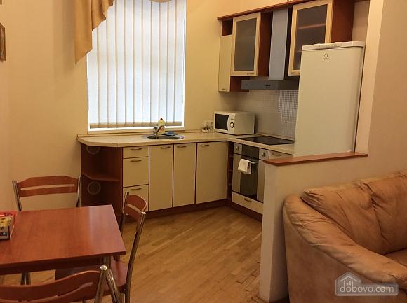 Квартира біля площі Незалежності, 2-кімнатна (84005), 027