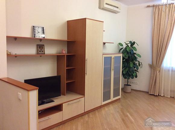 Квартира біля площі Незалежності, 2-кімнатна (84005), 026