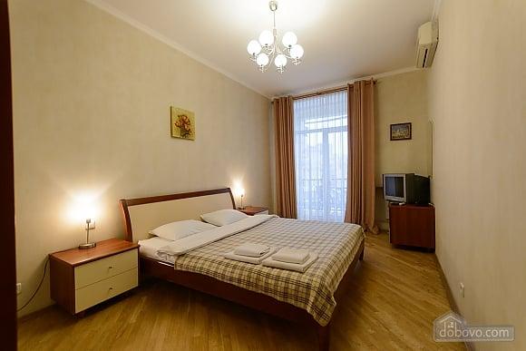Квартира біля площі Незалежності, 2-кімнатна (84005), 001