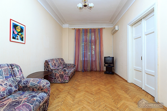 The apartment is in a central and quiet location, One Bedroom (83120), 006