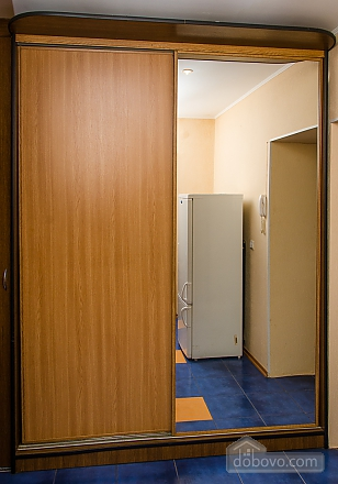 Business level, Studio (47913), 010