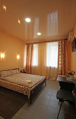 Апартаменти студія в самому центрі міста (міні-готель), 1-кімнатна, 001
