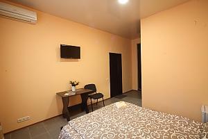 Апартаменти студія в самому центрі міста (міні-готель), 1-кімнатна, 003