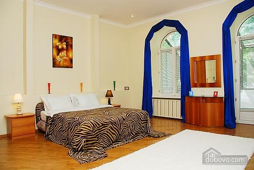 Квартира на Лютеранській, 3-кімнатна (10512), 002
