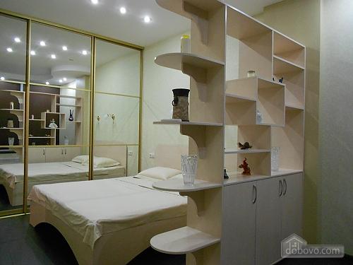 Квартира з хорошим ремонтом, 2-кімнатна (33160), 001