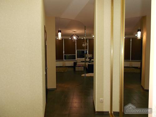 Квартира з хорошим ремонтом, 2-кімнатна (33160), 002