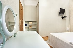 Apartment with jacuzzi and 2-bedroom in front of Arena City, Dreizimmerwohnung, 004