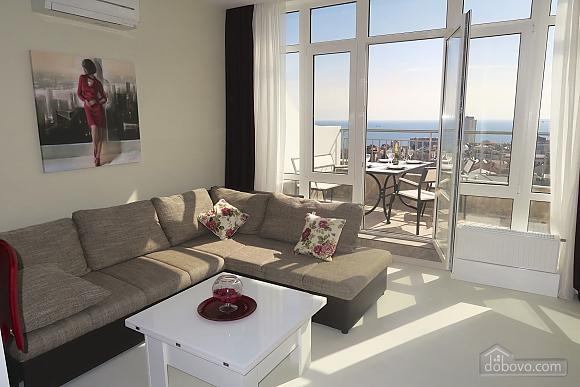 VIP apartment with two separate bedrooms and a terrace in Arcadia, Dreizimmerwohnung (92785), 002