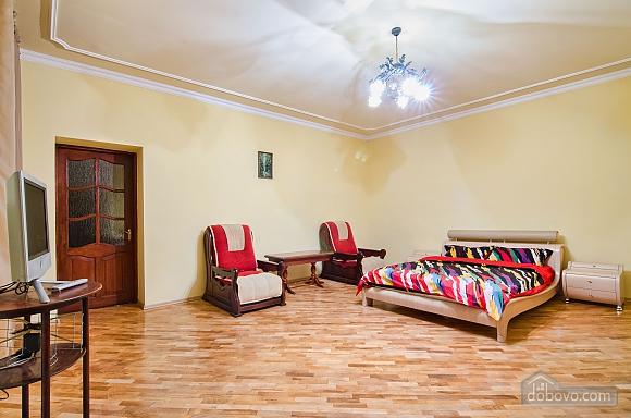 Квартира на площі Ринок, 2-кімнатна (36782), 002