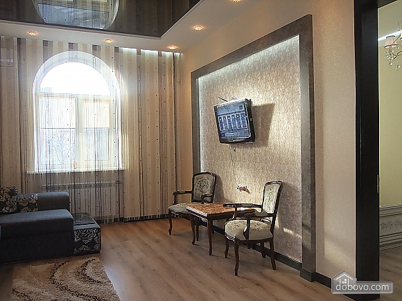 VIP apartment in the center of Kharkov, Due Camere (67039), 002