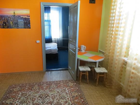 Затишна квартира, 2-кімнатна (46289), 001