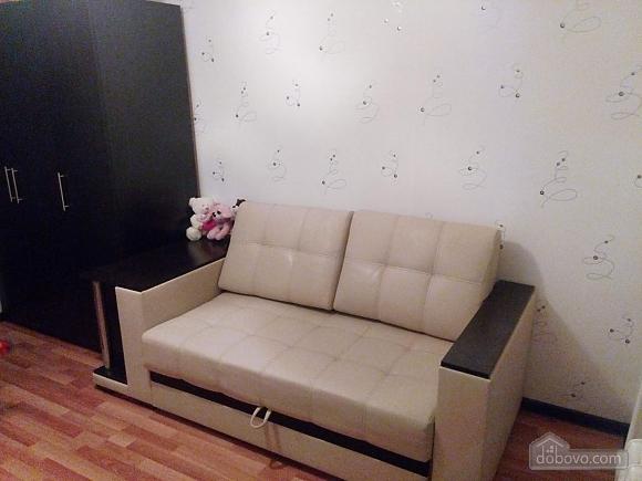 Квартира в тихом районе, 3х-комнатная (67373), 002