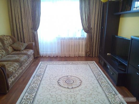 Квартира в тихом районе, 3х-комнатная (67373), 003