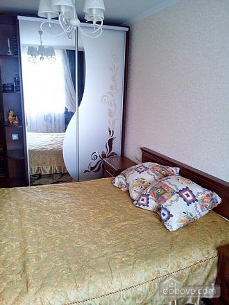 Квартира в тихом районе, 3х-комнатная (67373), 001