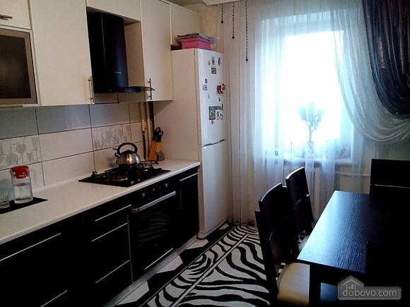 Квартира в тихом районе, 3х-комнатная (67373), 006