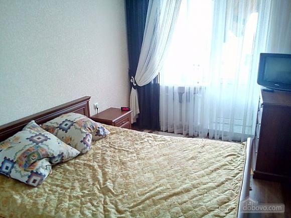 Квартира в тихом районе, 3х-комнатная (67373), 008