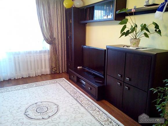 Квартира в тихом районе, 3х-комнатная (67373), 010
