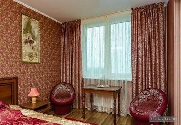 Комфортная квартира с дизайнерским ремонтом, 2х-комнатная (21783), 002
