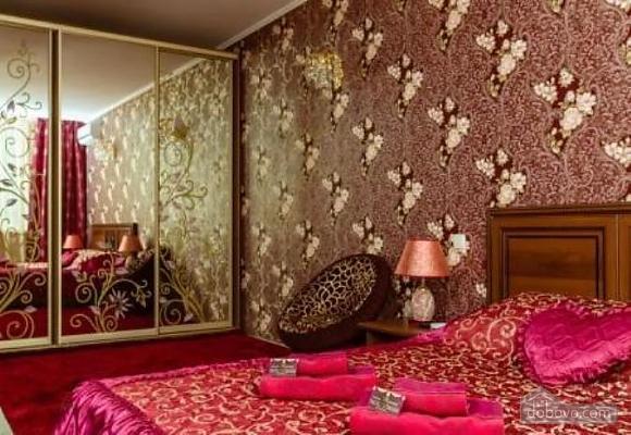 Комфортная квартира с дизайнерским ремонтом, 2х-комнатная (21783), 005
