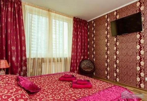Комфортная квартира с дизайнерским ремонтом, 2х-комнатная (21783), 007