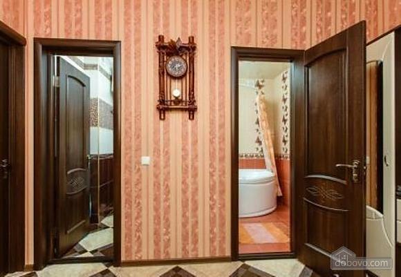 Комфортная квартира с дизайнерским ремонтом, 2х-комнатная (21783), 011