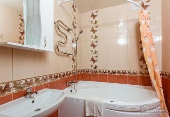 Комфортная квартира с дизайнерским ремонтом, 2х-комнатная (21783), 013