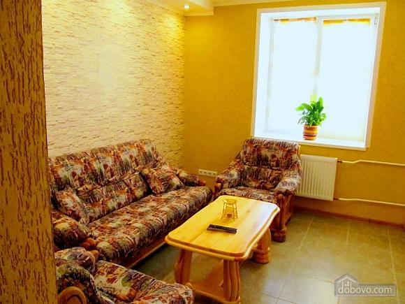 Комфортабельная квартира в самом центре города, 1-комнатная (60012), 004