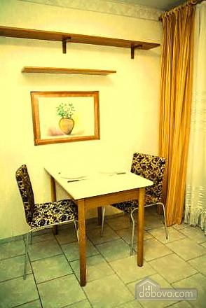 Комфортабельная квартира в самом центре города, 1-комнатная (60012), 006