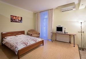 Comfortable apartment near to Zoloti Vorota , Studio, 001
