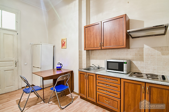 Просторі апартаменти в центрі, 2-кімнатна (83576), 010