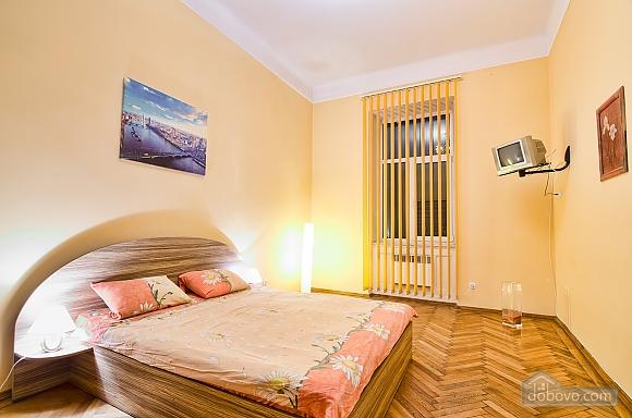 Просторі апартаменти в центрі, 2-кімнатна (83576), 001