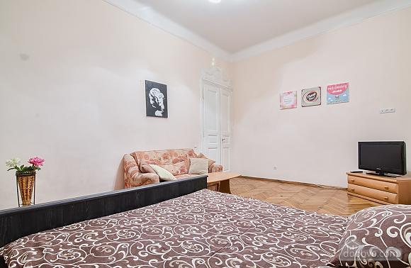 Просторі апартаменти в центрі, 2-кімнатна (83576), 008