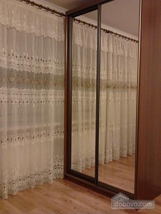 Квартира с евроремонтом в центре города, 1-комнатная (12332), 009