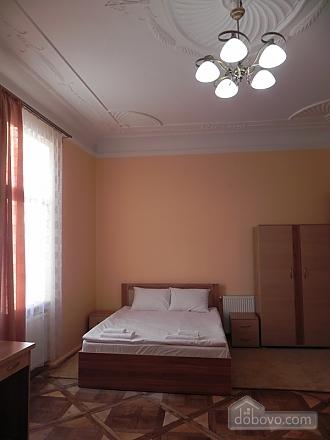 Квартира біля Оперного театру, 2-кімнатна (81182), 001